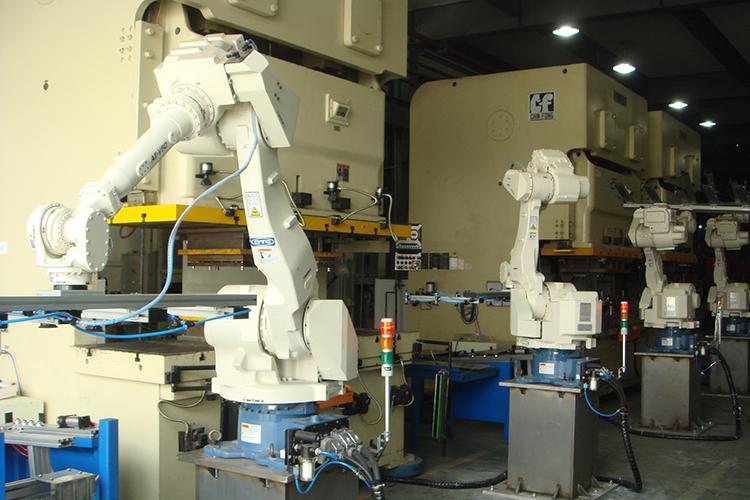 大沖壓ROBOT搬運生產線
