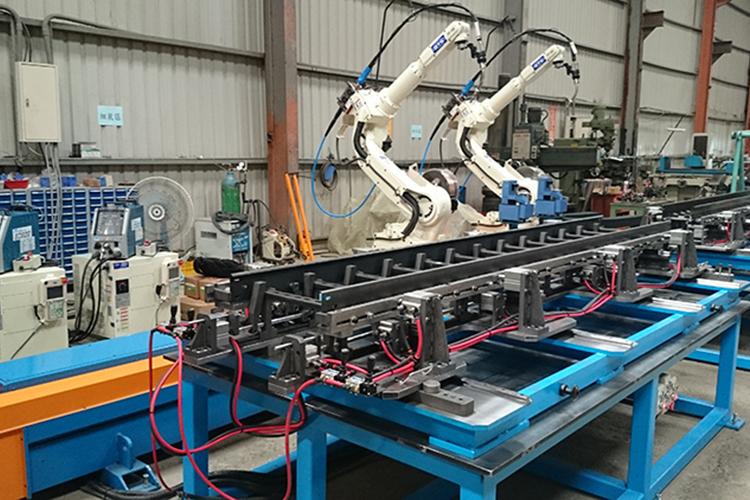 2台OTC ROBOT搭載5M滑台