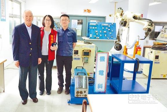 開南商工機電科 全國首創智慧型機器人特色課程