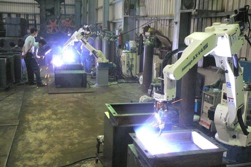 OTC ROBOT及自動焊道追蹤裝置