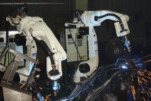 OTC ROBOT機車車架焊接
