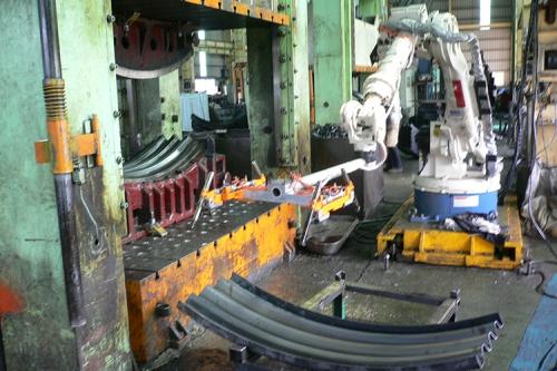 OTC ROBOT 油壓機工件搬運
