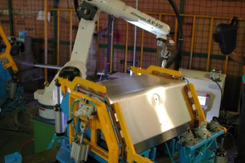 OTC TIG ROBOT BBQ上蓋焊接