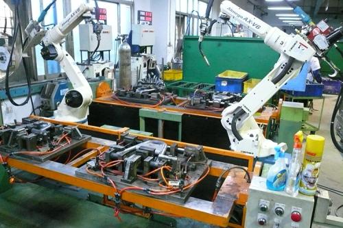 2台ROBOT對應2套翻轉台及遮光裝置