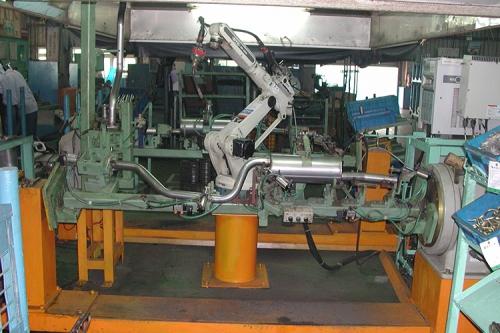 OTC ROBOT 汽車排氣管焊接